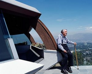 Julius Shulman at the Chemosphere House in 2007,  photographed by Juergen Nogai